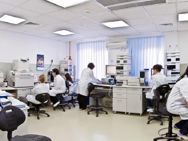 Companiile se implică în etapa a doua de vaccinare. Dragoş Damian, CEO Terapia Cluj pune la dispoziţia statului un centru de vaccinare şi 500.000 de lei pentru amenajarea altor astfel de unităţi