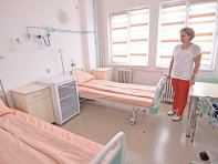 Dezastrul din sănătate: pacienţii sunt forţaţi să plece în alte judeţe pentru spitalizare. Patul simplu, fără dotări, nu reprezintă act medical