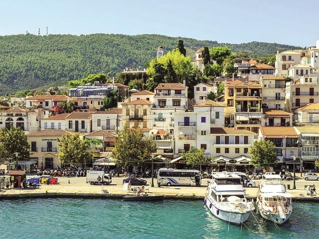 Românii din vestul ţării pot zbura direct către şase destinaţii: Grecia este principala ţară pentru chartere. În sezonul de vară din acest an, la aeroportul din Timişoara vor exista zboruri charter către trei destinaţii din Grecia şi câte unul către Antalya (Turcia), Hurghada (Egipt) şi Tunisia
