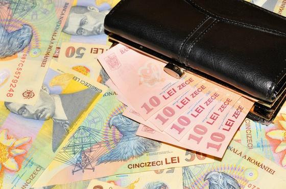 Euro a scăzut joi la cel mai redus nivel din ultimele două luni