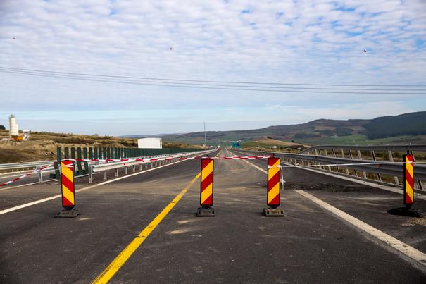Veşti bune pentru şoferi: S-a deschis circulaţia pe bretelele 3 şi 4 ale nodului rutier Sebeş