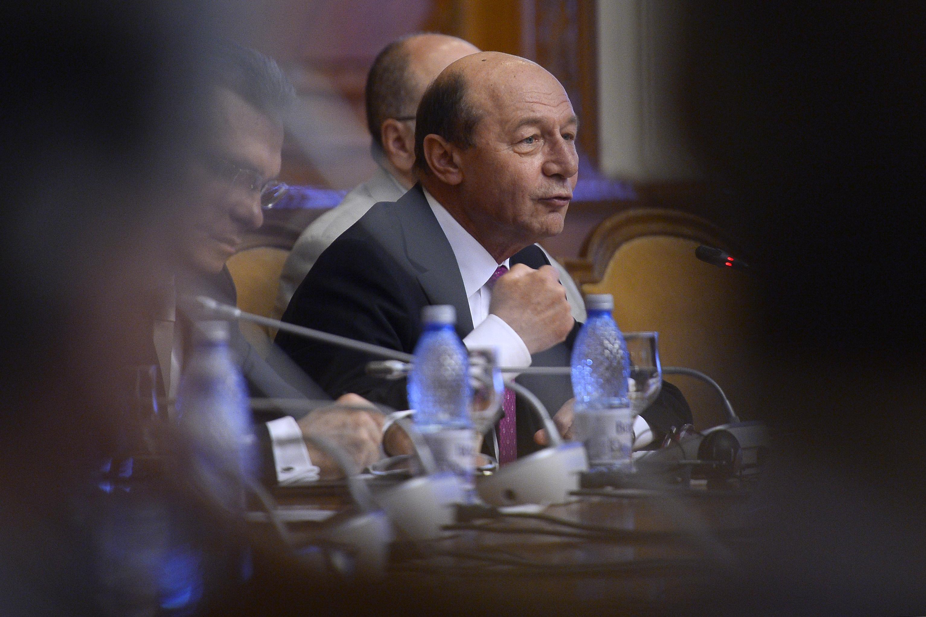 Băsescu, despre Ponta şi ministrul Finanţelor: Nu au fost în măsură să propună soluţii la reducerea CAS
