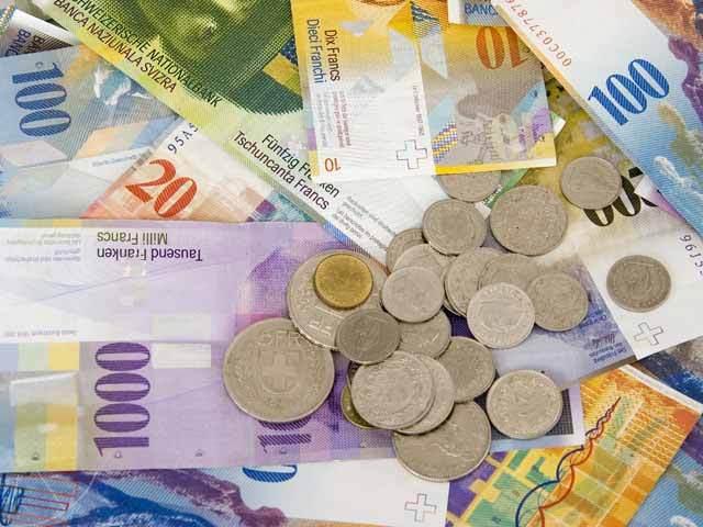 Creditele în franci elveţieni s-au redus cu 6% într-un an