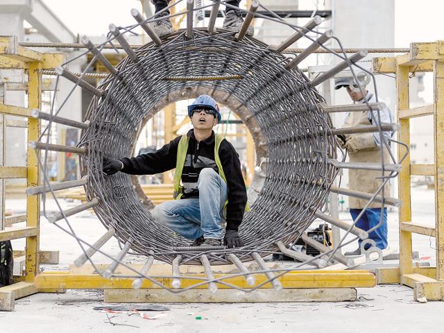 BNR: Companiile din construcţii şi imobiliare prezintă cel mai ridicat risc de credit