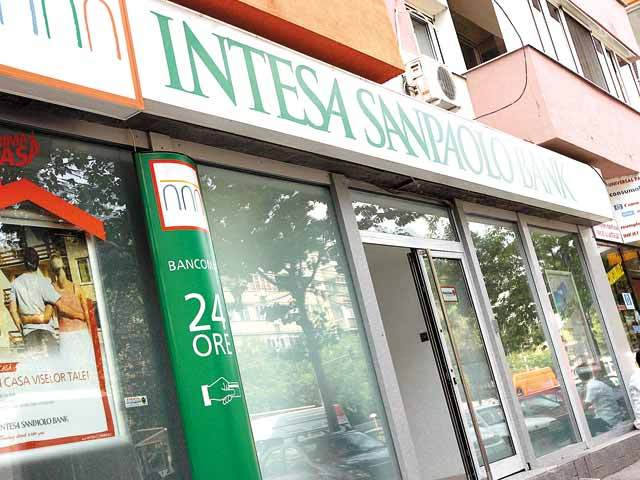 Curăţarea bilanţurilor de neperformante continuă. Intesa a vândut un portofoliu de neperformante de 287 mil. euro