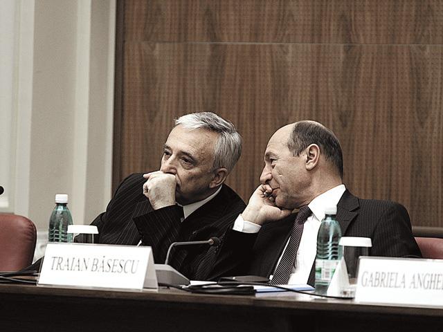 Băsescu îl atacă direct pe guvernatorul BNR: Nu-şi asumă nicio responsabilitate pentru perioada când s-au dat credite