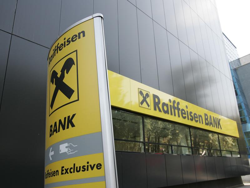 Raiffeisen majorează comisioanele aferente operaţiunilor la ATM-urile din străinătate