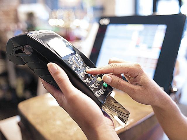 Valoarea totală a plăţilor efectuate în afara ţării cu carduri Mastercard şi Maestro a crescut cu 30%