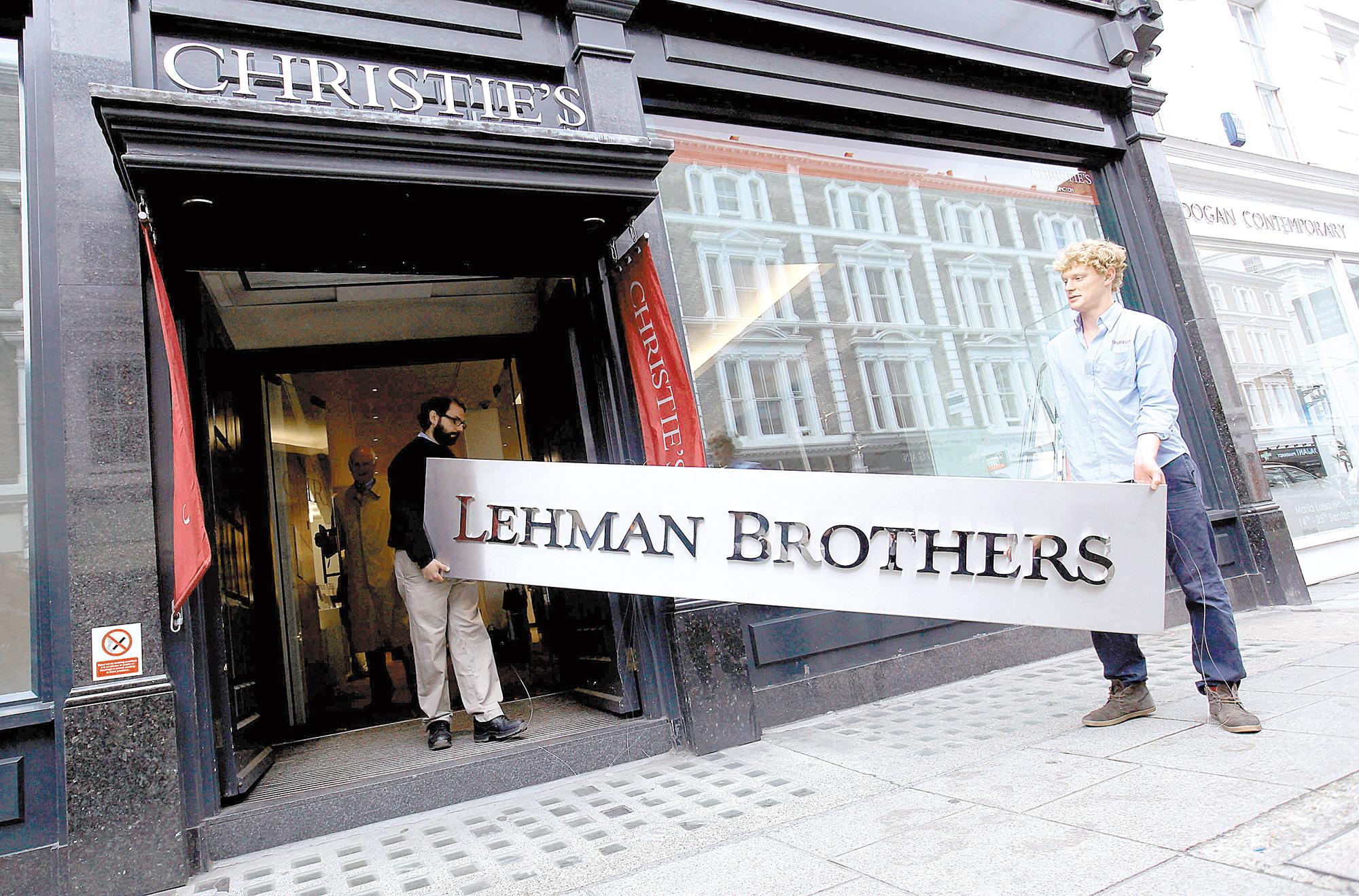 10 ani de la criză. Cum a fost atunci, ce am pierdut, ce am câştigat? Andrei Caramitru: La o lună de la căderea Lehman am făcut o analiză care arăta că PIB-ul României va scădea cu 10-12 % în 2-3 ani şi m-am dus la şefii de bănci de la Bucureşti. Toţi au zis că suntem nebuni. Toţi erau într-o negare totală