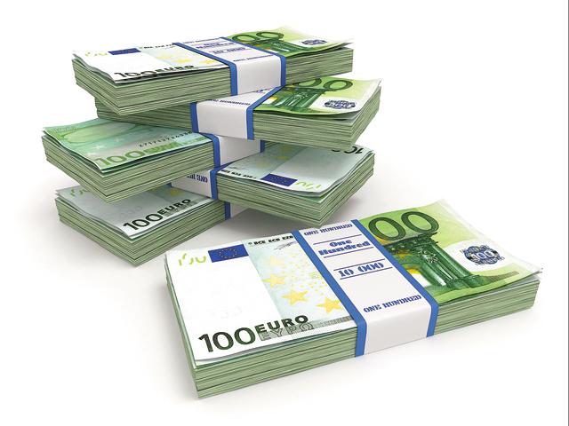 Companiile preferă finanţările externe, nu creditele bancare interne. Datoria externă totală pe termen scurt a urcat în S1/2018 la un vârf de 28,5 mld. euro, din cauza îndatorării companiilor