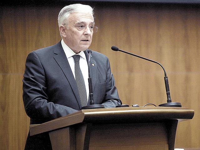 """Isărescu, guvernatorul BNR: """"O bancă, dacă e deşteaptă, mişcă banii, ţine minimul de lichiditate, dar calculele nu sunt simple"""""""