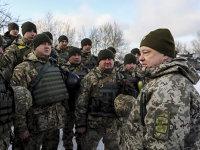 În paralel cu conflictul armat dintre Ucraina proeuropeană şi Federaţia Rusă se desfăşoară un altfel de război la fel de brutal. Unul al banilor