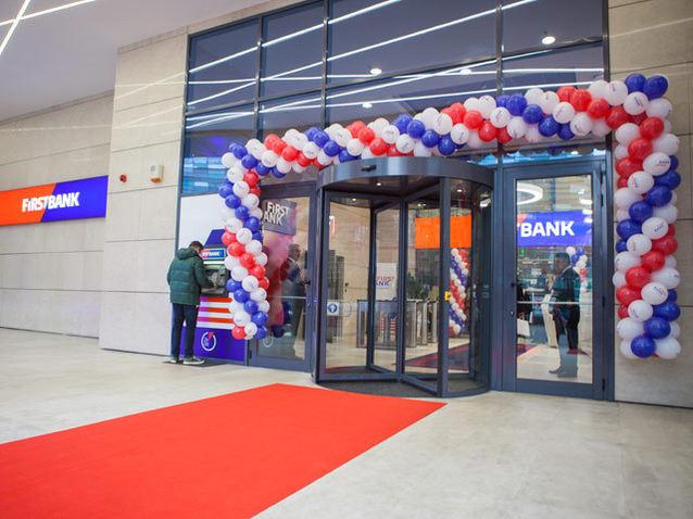Americanii vor să îşi înfigă steagul mai adânc pe piaţa bancară din România: First Bank, fostă Piraeus Bank, controlată de fondul american JC Flowers, a cumpărat Leumi România