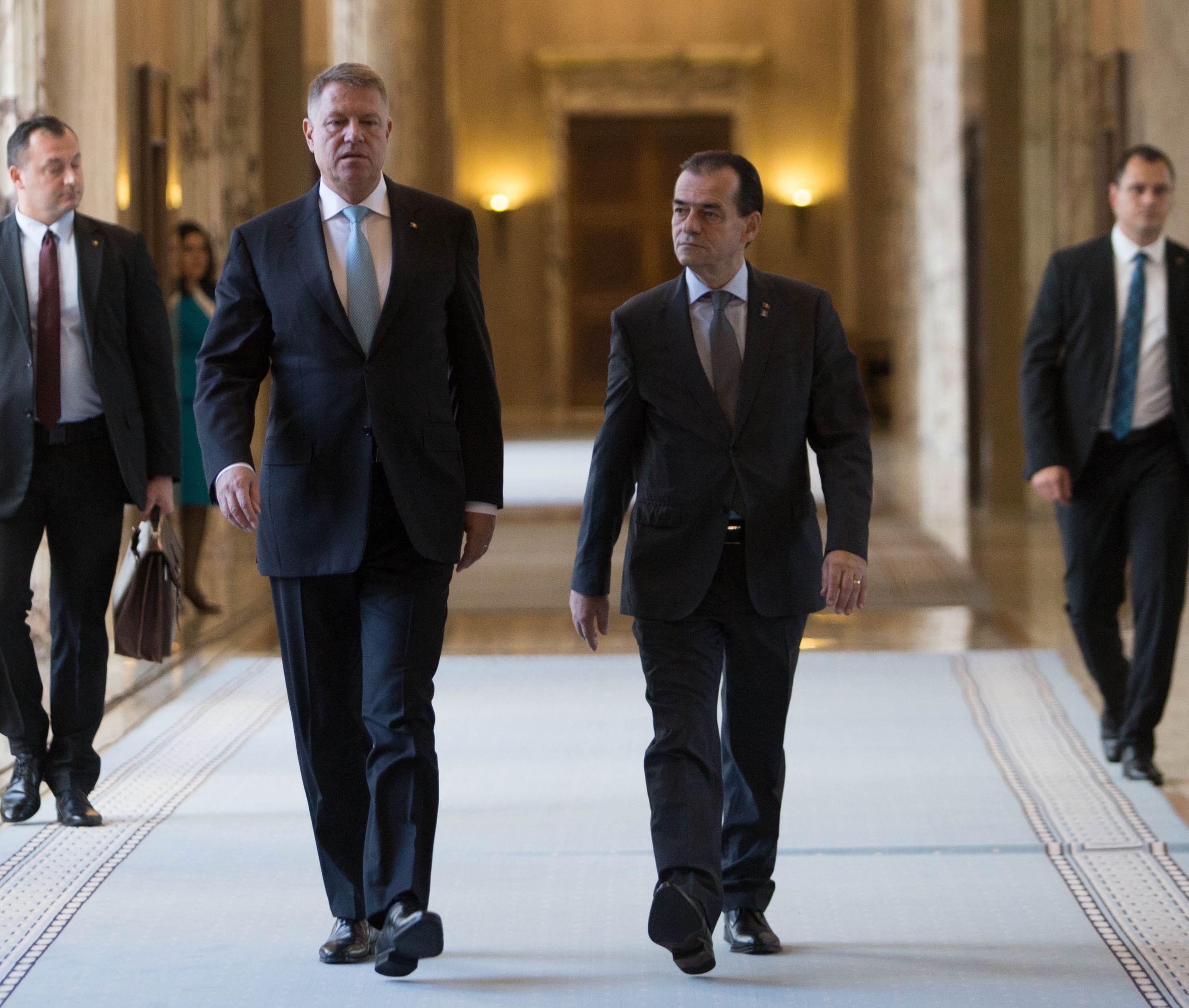 În sfârşit: Preşedintele Iohannis şi premierul Orban vor prezenta miercuri, la ora 18:00, în grădina Clubului Diplomatic, planul de relansare economică a României elaborat din Guvern