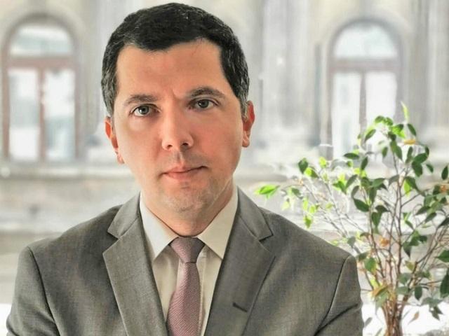 """După 14 ani în ING, din care 10 ani în trezoreria băncii, Valentin Tătaru devine economist-şef la a patra cea mai mare bancă. """"Am toate încrederea că Valentin va continua şi dezvolta o tradiţie deja solidă a departamentului de analiză macroeconomică din ING."""""""
