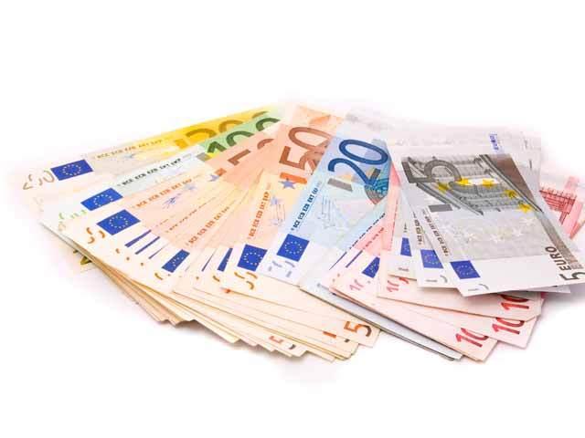 România se află pe podium, pe locul trei, printre ţările cu cele mai mari ponderi ale creditului bancar în valută, deşi procentul a scăzut sub 30% din total credit privat. Ponderi mai mari ale creditelor în valută decât în România se înregistrează acum în Croaţia (51,8%) şi Bulgaria (30,8%)