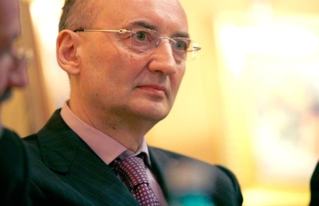 Florin Pogonaru a vândut prin Prodplast Imobiliare acţiuni Transelectrica de 1,1 mil. lei
