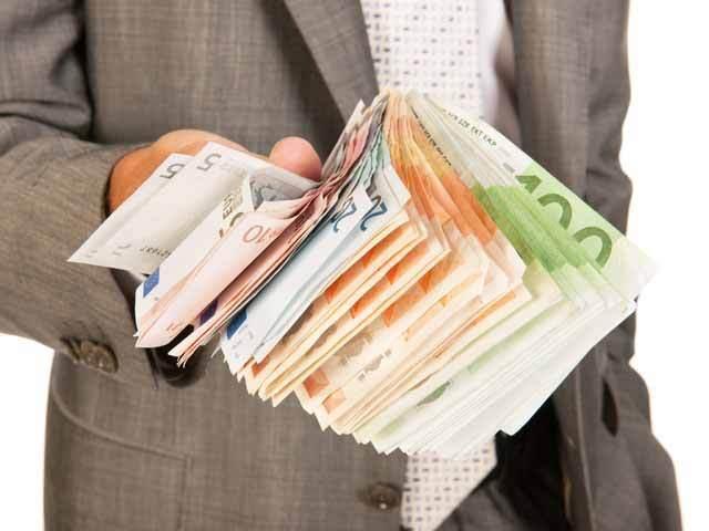 32.000 de români au devenit din deponenţi investitori în fonduri mutuale