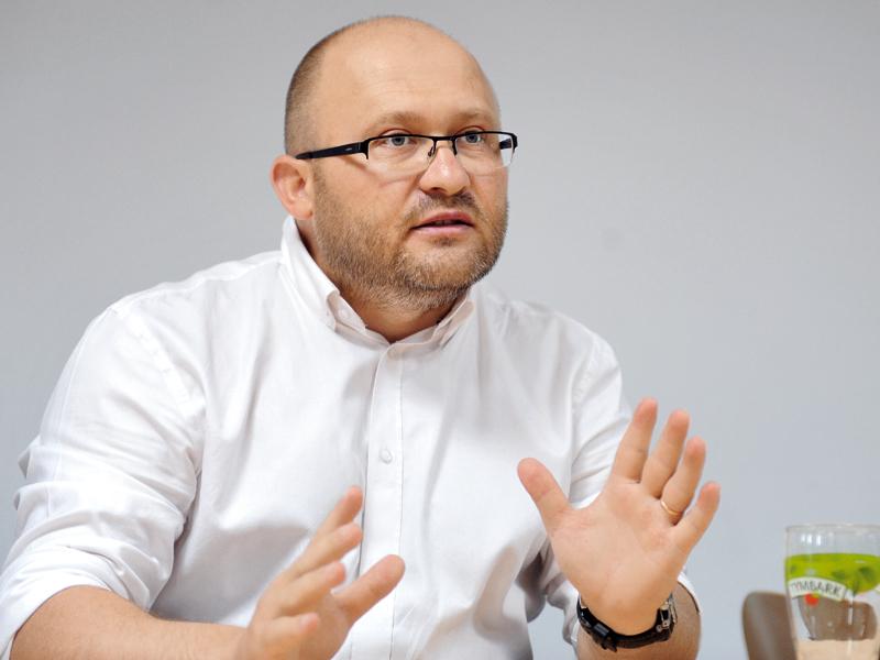 Dedeman, noul acţionar, a prelungit mandatele directorului general, Liviu Stoleru şi al celui financiar, Daniel Sologon, ai producătorului de cărămidă Cemacon Cluj pentru încă patru ani