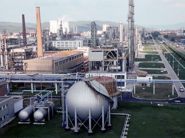 Combinatul Chimcomplex Borzeşti, afaceri de 706 mil. lei în S1/2019, de aproape cinci ori mai mari faţă de S1/2018 şi profit de 577.000 lei