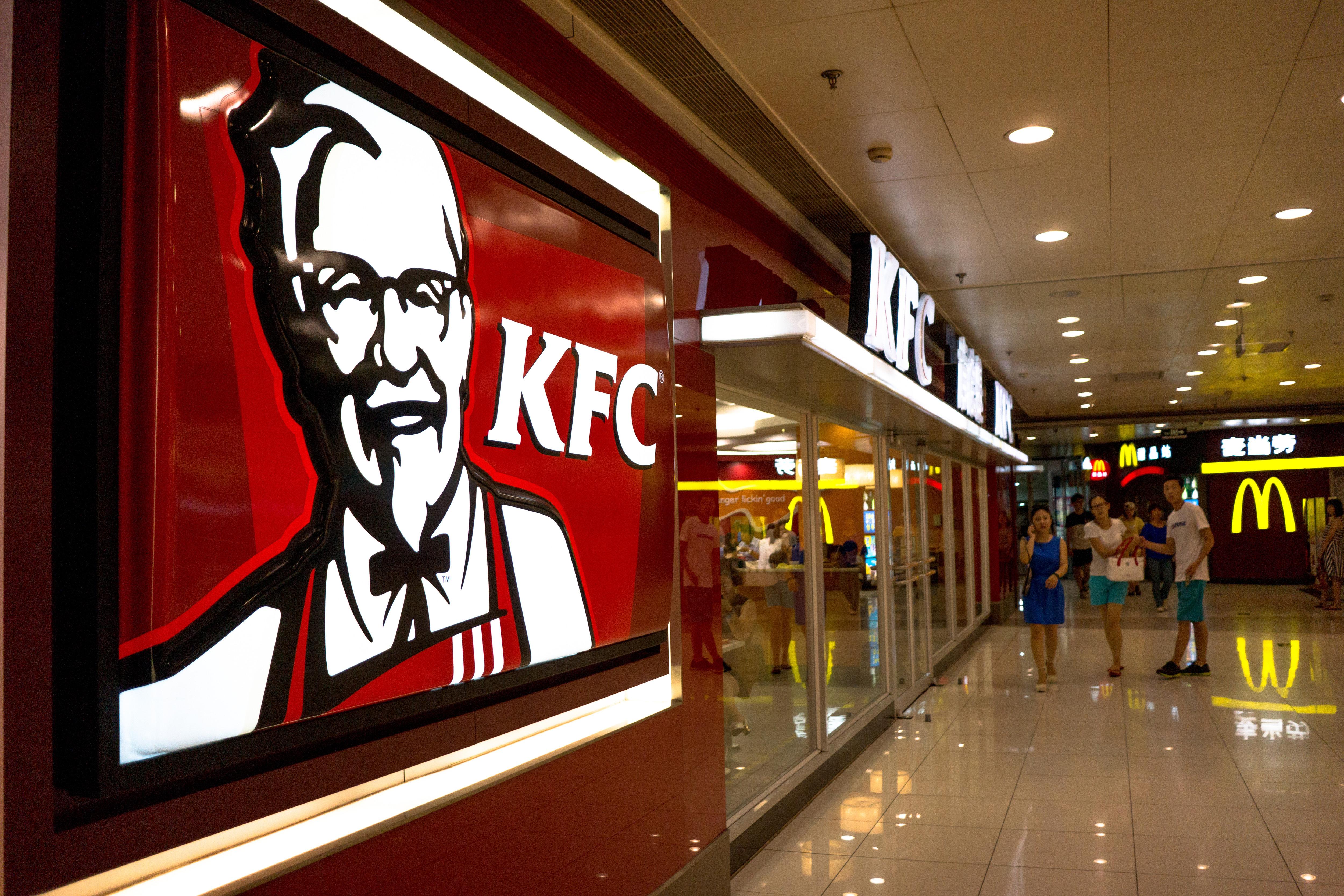 Pandemia trimite Sphera Group, administratorul KFC şi Pizza Hut în România, pe pierderi de 22 mil. lei în S1/2020. Vânzările, în scădere cu 32%