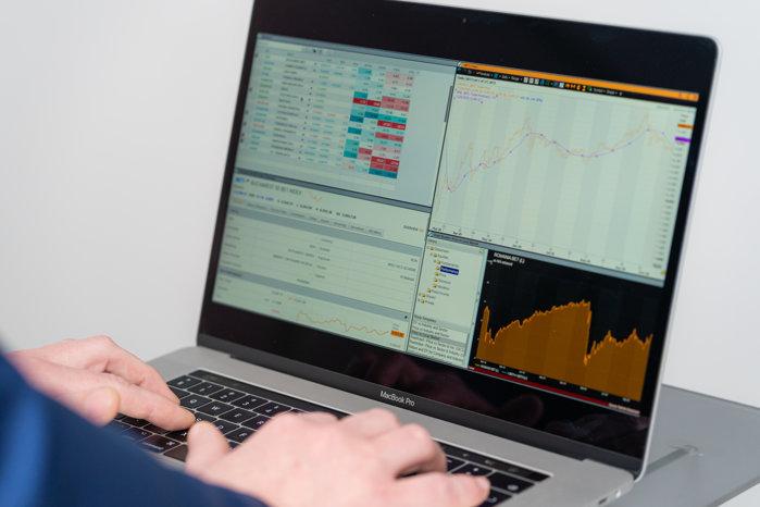Finanţe personale. Cei mai mulţi investitori la Bursa de la Bucureşti din 2016 încoace: 66.000. Circa 12.000 de investitori şi-au deschis conturi în anul pandemiei
