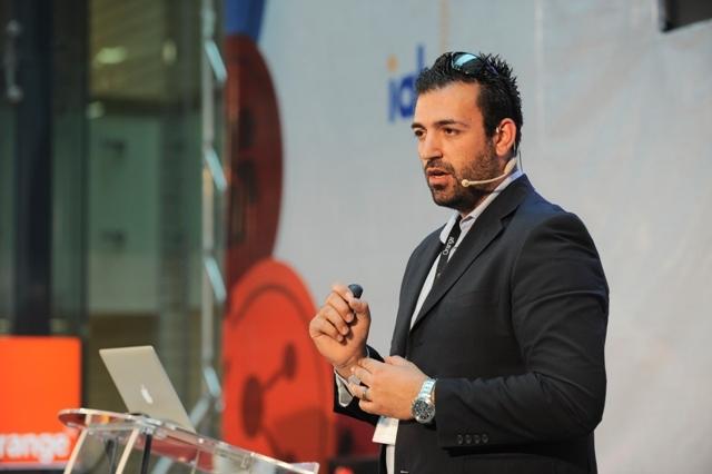 Petrilli, Facebook: Aproximativ un milion de români intră pe Facebook de pe mobil