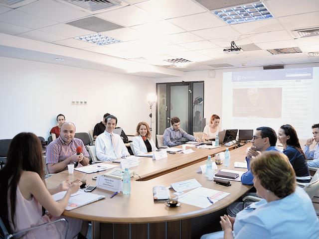 """HR Insider, ediţia a XIII-a: """"Cât de popular este e-learningul în rândul angajaţilor români şi care este viitorul programelor de training online pe piaţa din România?"""""""