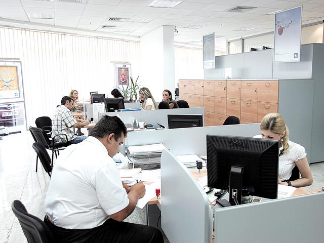 Ce salariu câştigă un director de sucursală bancară din România