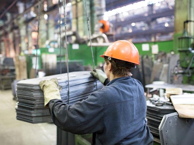 Angajaţii din mediul privat au salarii mai mari cu 6,4% faţă de anul trecut