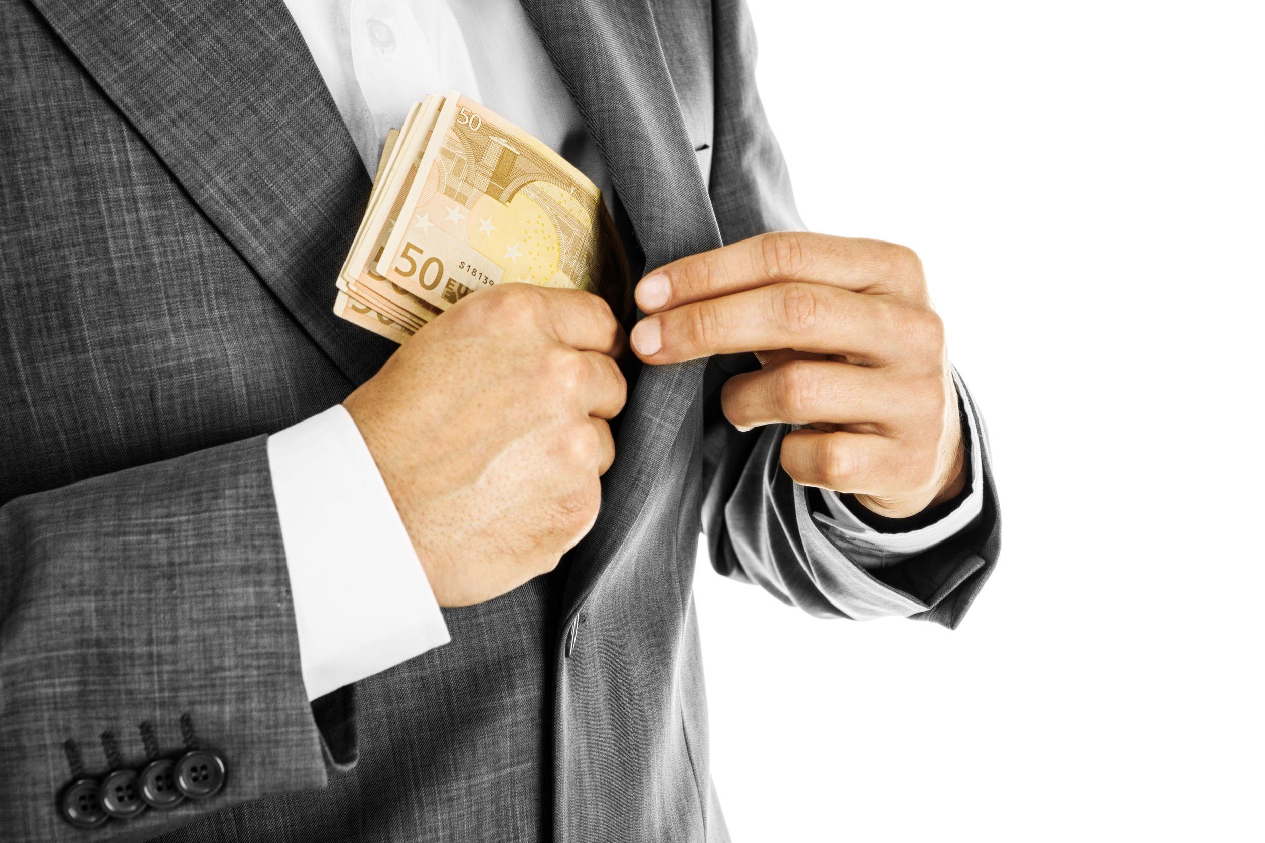 Un salariu pe zi în România Cât câştigă un asistent juridic
