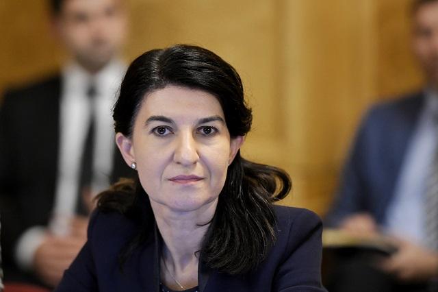Ministrul Muncii, Violeta Alexandru, anunţă cum se dau banii ...
