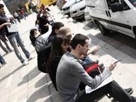 Rata şomajului a urcat la 5,2% în luna mai, ajungând la nivelul celei din prima parte a anului 2017. Numărul şomerilor estimat pentru luna mai 2020 a fost de 463.000, cu 31.000 mai mulţi decât în aprilie şi cu 111.000 mai mulţi decât în luna m