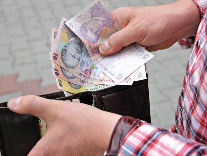 Românii au câştigat un salariu mediu net de 3.400 de lei în noiembrie 2020. Salariile din administraţia publică au fost cu aproape 32,5% mai mari decât salariul mediu pe economie