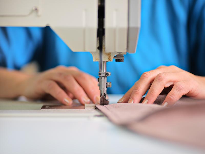 Producătorul italian de haine Moncler face o fabrică cu 800 de angajaţi în România