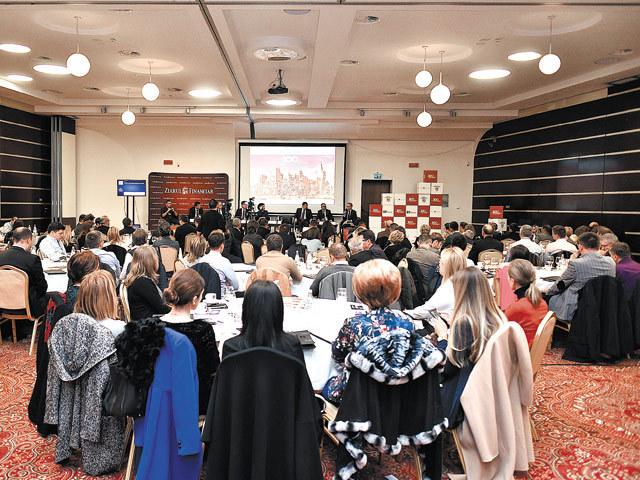 """Conferinţa ZF """"România 100 de ani de business"""", Iaşi. Internshipul este cheia viitorului. Specializarea angajaţilor trebuie făcută în companii"""
