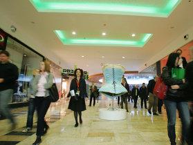 """Ţara mallurilor. România a ajuns de la zero la 123 de malluri în 20 de ani. """"Piaţa s-a dezvoltat de la zero într-un ritm foarte alert şi într-un context favorabil. Cerere mai există în piaţă, la fel şi potenţial de creştere, dar totul trebuie făcut după analize amănunţite."""""""