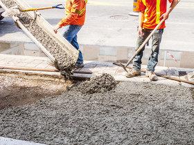 """Salariile angajaţilor din construcţii au crescut cu mai puţin de 50% în zece ani. """"Dacă nu vor creşte salariile în construcţii, din punct de vedere economic vom pierde cu toţii - firmele, angajaţii, statul şi beneficiarii proiectelor."""""""