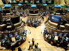 Bursa americană scade în timp ce piaţa de la Bucureşti face eforturi să reziste