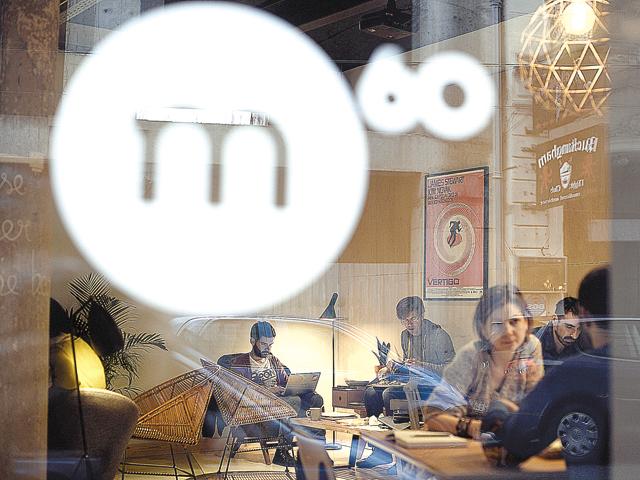 Doi antreprenori au investit 80.000 de euro într-o cafenea în Amzei, care a ajuns la 200 de clienţi pe zi
