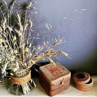 UN START-UP PE ZI. Florentina şi Mădălina Petcu din Bucureşti au investit 15.000 lei pentru a vinde cutii şi coşuri din bambus, ratan sau lemn. Produsele Bamboo Box sunt fabricate în Vietnam