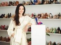Un start-up pe zi. Gina Banyocu produce pantofi din piele în propriul atelier din Bucureşti şi a încheiat primul an complet de activitate cu venituri de 1,5 mil. lei. Investiţia iniţială s-a ridicat la 300.000 de euro