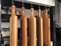 UN START-UP PE ZI. Daniel Minţoiu produce accesorii din lemn şi mobilier sub brandul WoodStudio şi le vinde în Ungaria, Italia, Franţa sau SUA