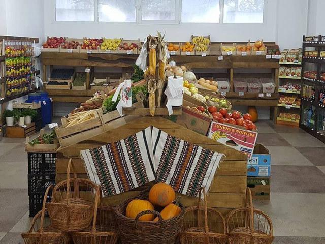 Un start-up pe zi. Trei tineri au reunit 40 de proprietari de magazine alimentare din Iaşi sub acelaşi brand pentru a face faţă ofensivei supermarketurilor