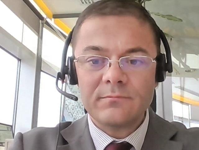 ZF Live. Alex Milcev, EY România. Revenirea la clauzele anterioare legate de regimul microîntreprinderilor ar reduce din numărul acelor companii şi ar echilibra situaţia. Microîntreprinderile reprezintă o supapă fiscală folosită de foarte multe afaceri