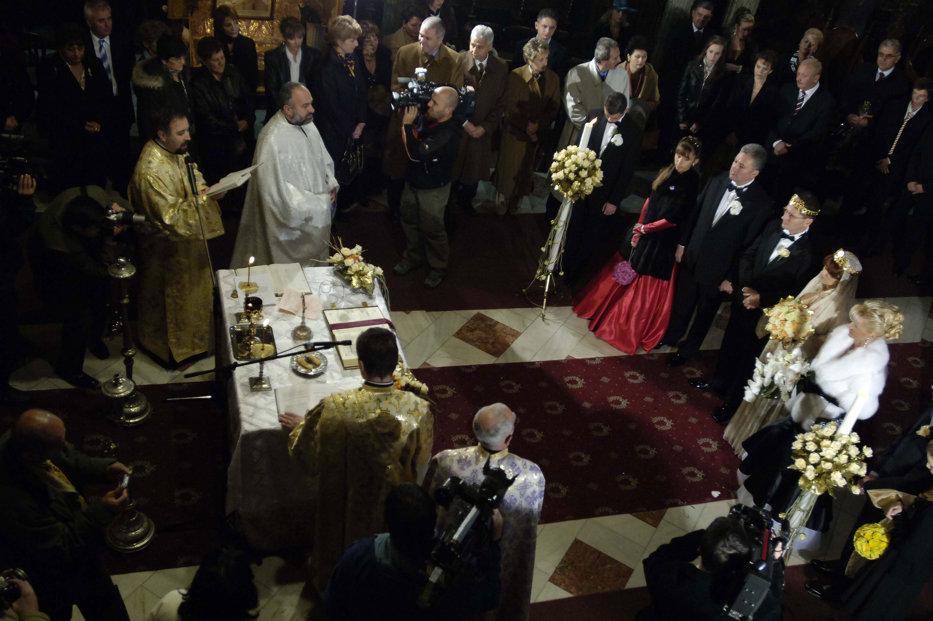 Cât Dă Naşul La Biserică La Nuntă şi La Botez Chitanţierul