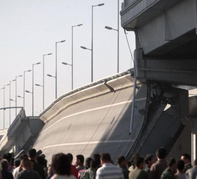 Un pod s-a prăbuşit în China la zece luni de la construcţie