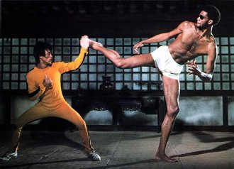 Bruce Lee: Exerciţiu, marketing sau puteri supranaturale?