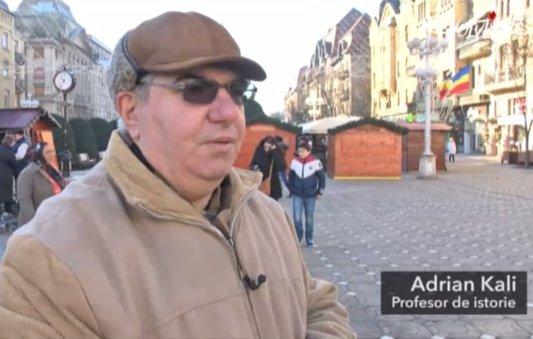 """Interviu cu istoricul Adrian Kali, despre începutul Revoluţiei la Timişoara. """"Prietenul meu a spus că trebuie să facem mai mult decât să stăm acolo, în stradă. S-a urcat într-un copac şi a strigat """"Libertate!"""""""