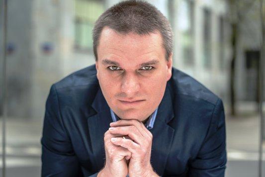 """România la 25 de ani de la Revoluţie. Istoricul polonez Adam Burakowski: """"S-a făcut numai schimbarea sistemului, dar nu şi a elitei. Deci e vorbă despre o revoluţie parţială"""""""